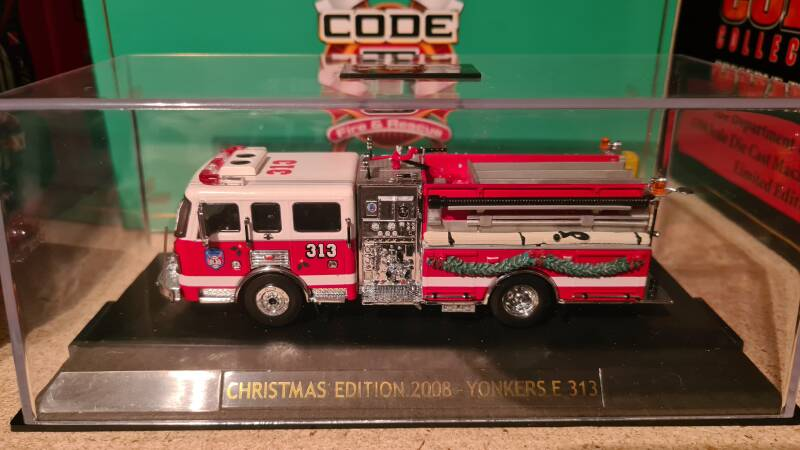 Code 3 Collectibles - Yonkers - Christmas Edition 2008 Engine 313