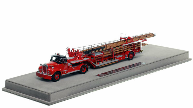 Fire Replicas - Chicago Fire Department - 1960 MACK® B with FWD 85' Aerial H&L 15