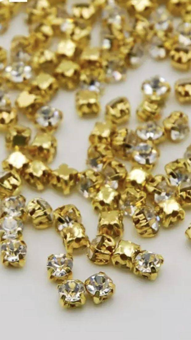 Chaton Montees 4mm Crystal / Gold