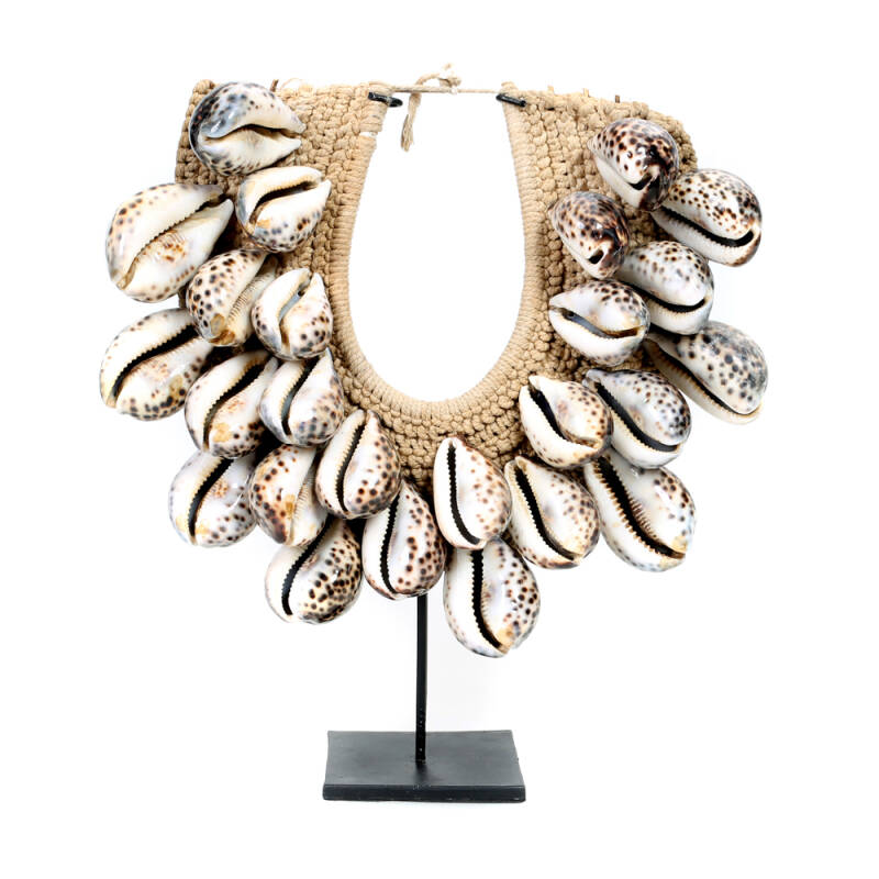 Bazar Bizar - The Tiger Cowrie Necklace on Stand - bruin