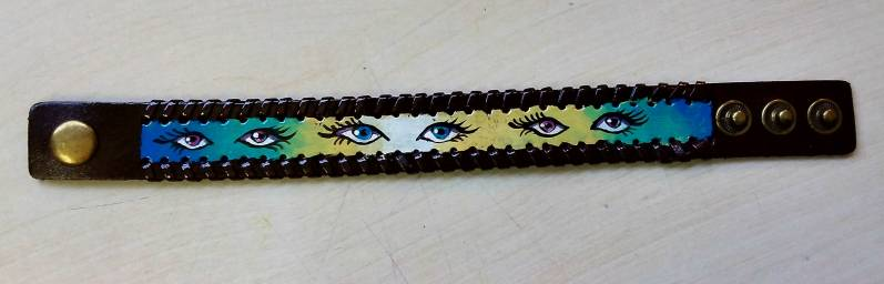 Bracelet-eyes-yellow