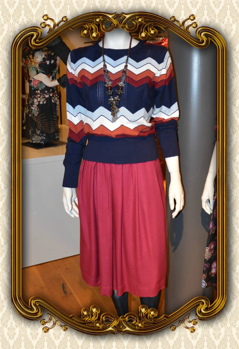 Maggie skirt beet red