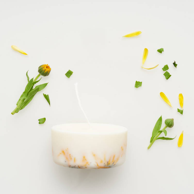 Marigold flower candle with the scent of wild marigold 220 ml