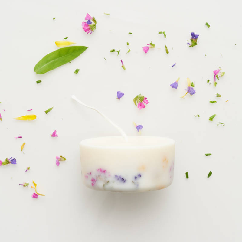 Wildflower candle with the scent of wild roses 220 ml