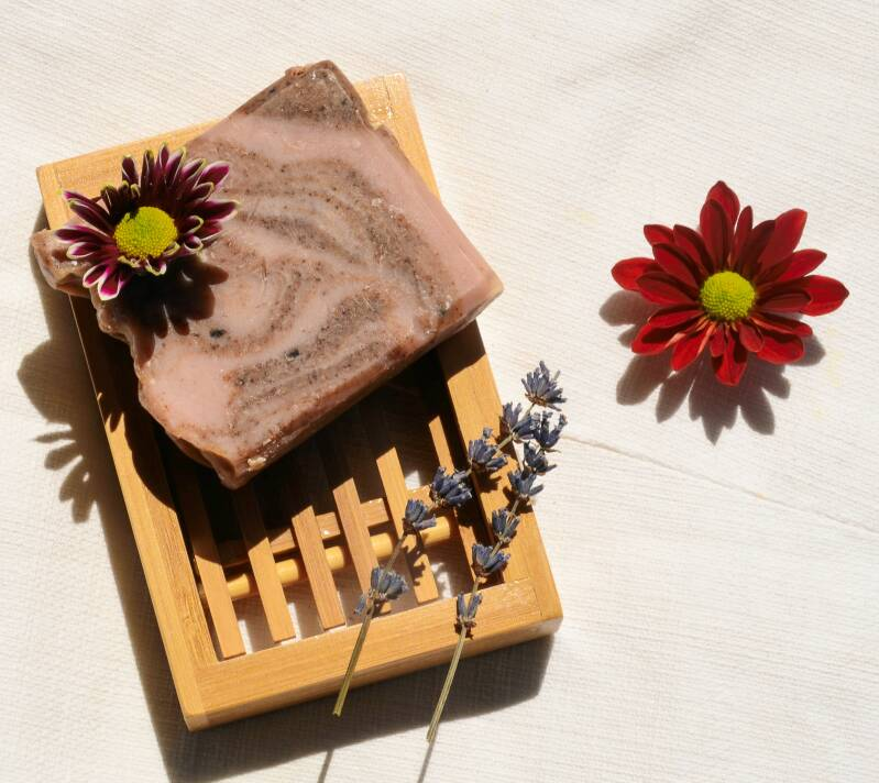 Natural body soap with cinnamon and red clay