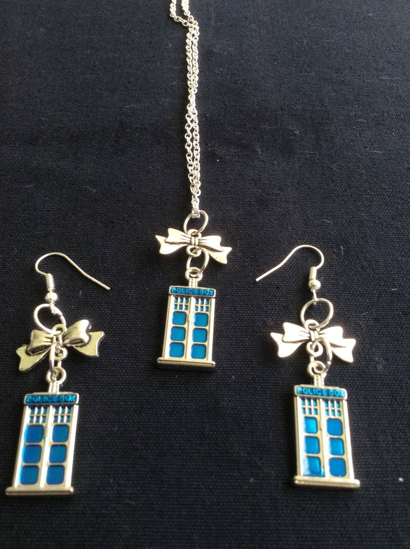 Doctor Who set necklace/earrings