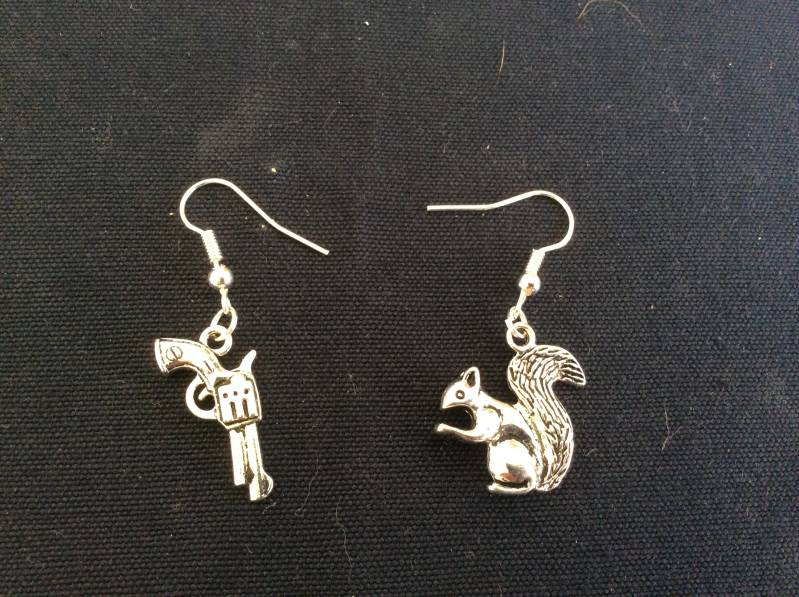 Supernatural Dean and the Colt oorhangers/earrings