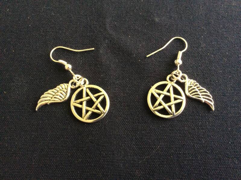 Supernatural, oorhangers 'winged anti possession' earrings