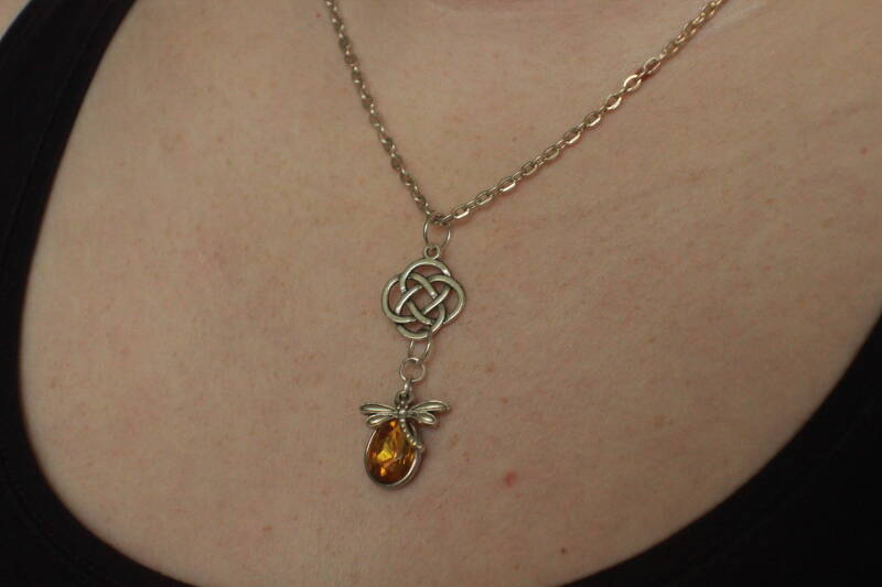 Outlander Celtic Dragonfly in Amber ketting necklace