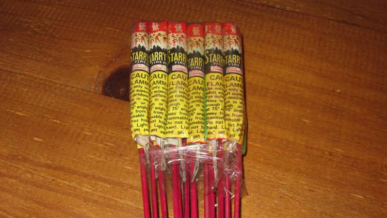 """Starry Night Fireworks - Fabr: Horse Brand Imp: Niet bekend, D.O.T. Class """"C"""" Common Fireworks label"""