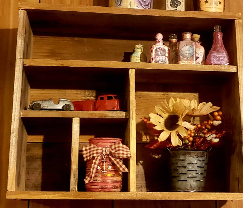 RUSTIC RECLAIMED LUMBER  5 COMPARTMENT DISPLAY SHELF CRATE