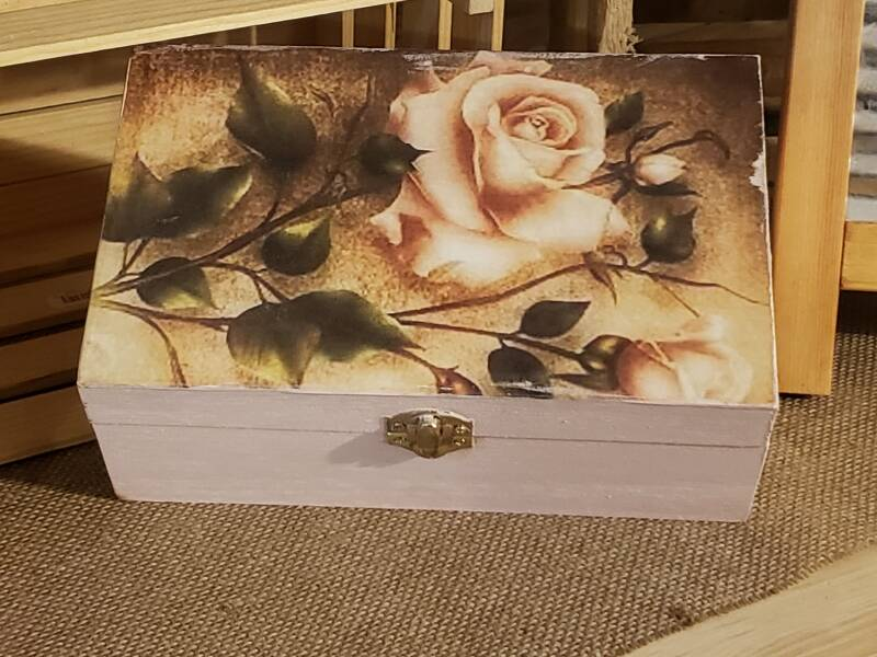 WOODEN BOX WITH ROSE