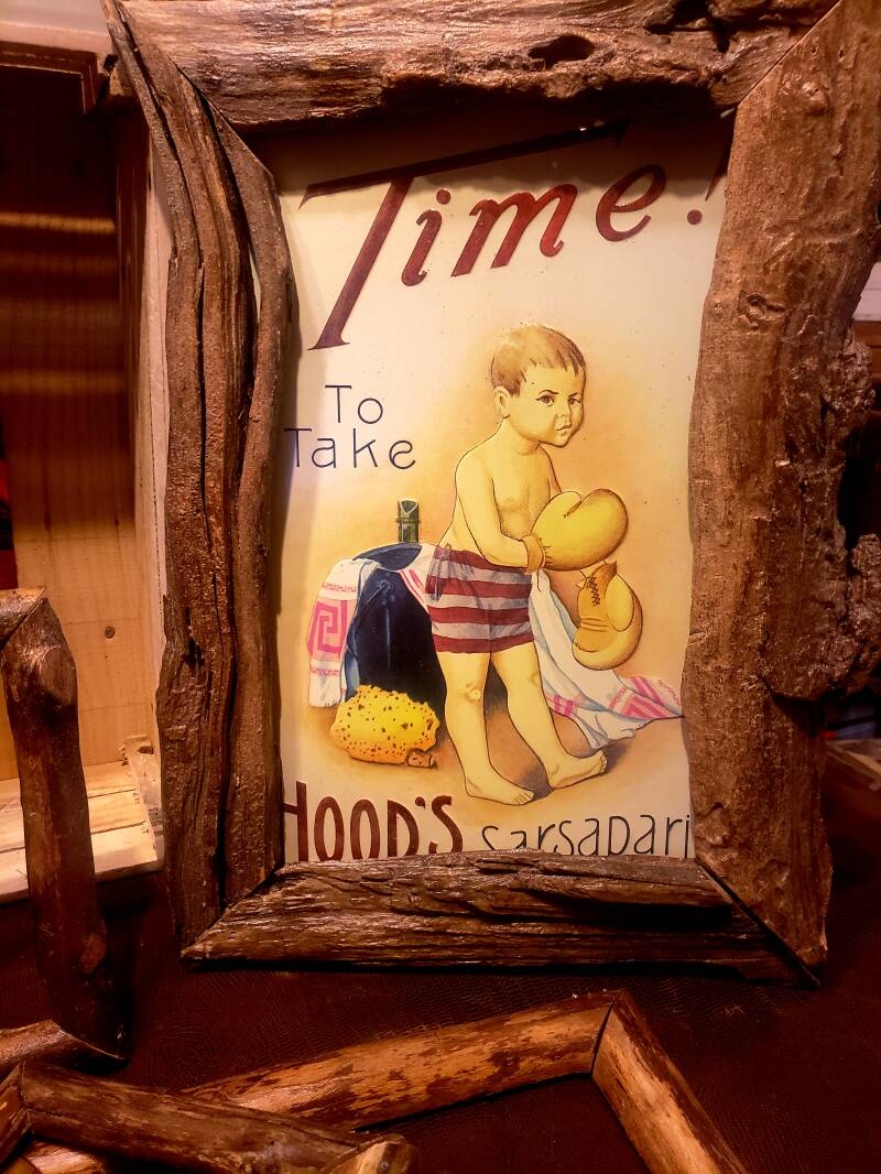 DRIFTWOOD PICTURE FRAME WITH TIN PICTURE