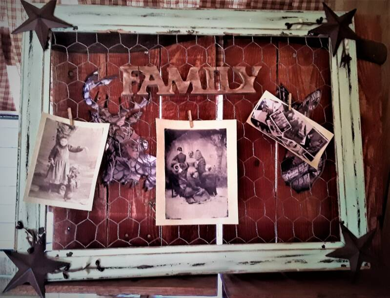 PRIMITIVE CHICKEN WIRE FRAME