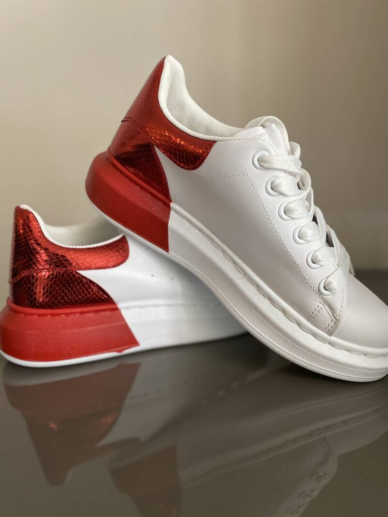 Sneakers red