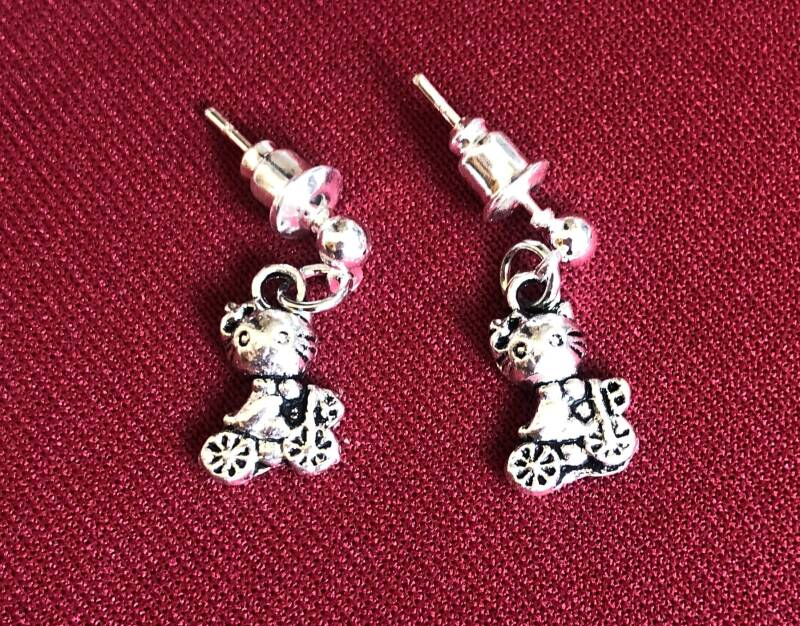 Stud earrings with charms