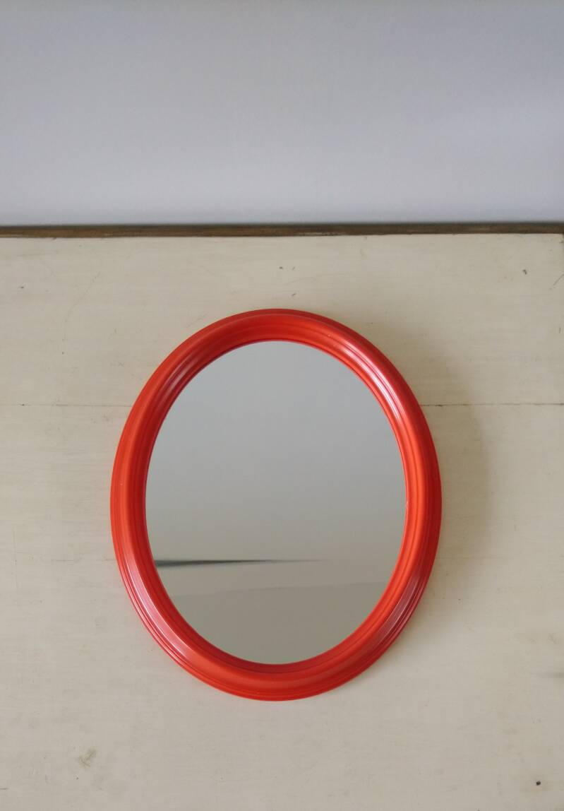 Vintage ovale spiegel in rode lijst mirror in red frame