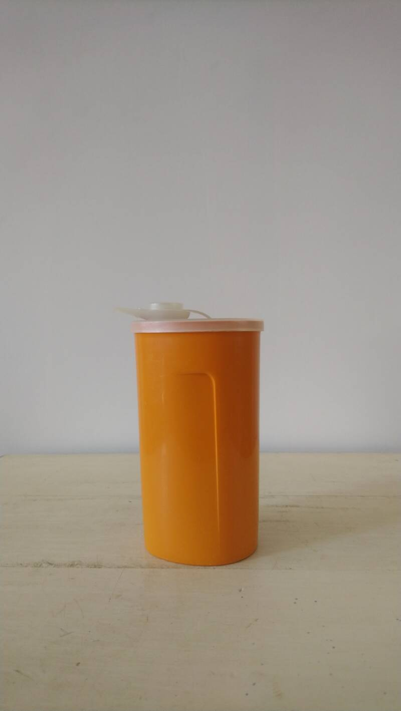 Vintage Tupperware voorraadbus met schenktuit / storage can container with sprout