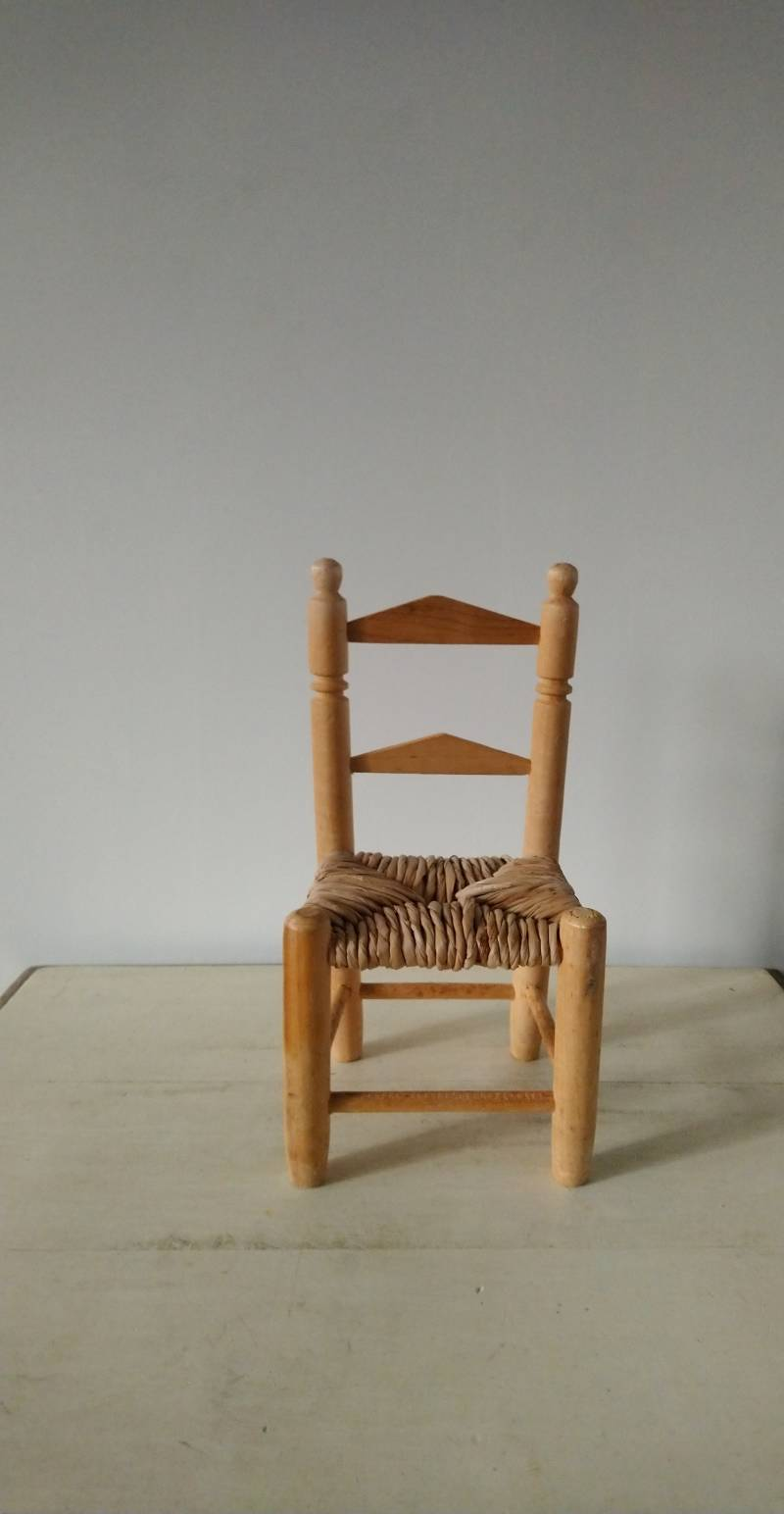 Vintage poppenstoeltje of plantenstoeltje doll chair