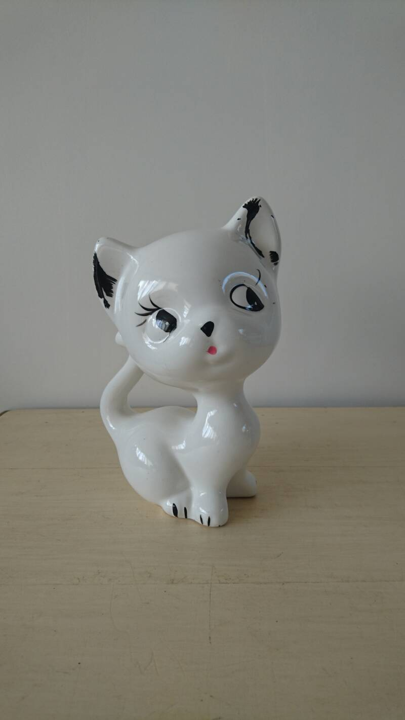 Vintage wit poezenbeeld white cat figurine