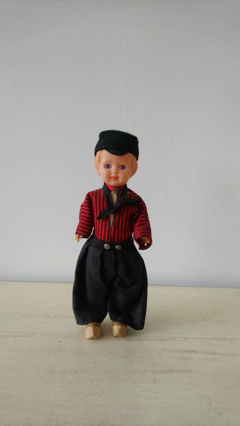 Vintage klederdracht pop jongen Volendam / Dutch costume doll