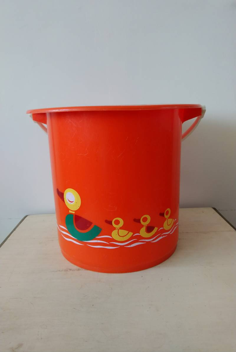 Vintage oranje emmer luieremmer met eendjes / orange diaper bucket with ducks