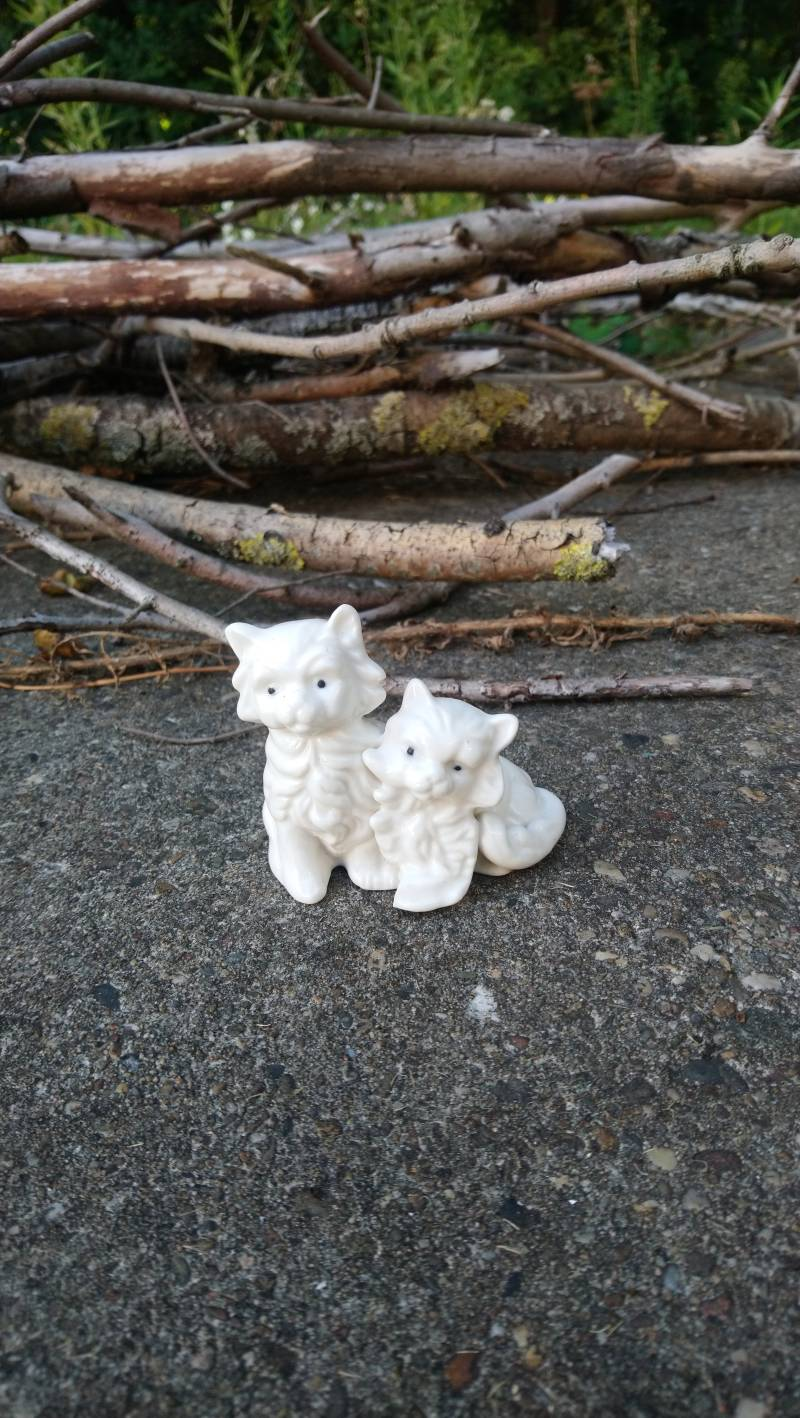 "Wit vintage beeldje ""poezen paar"" / white figurine ""cats couple"""