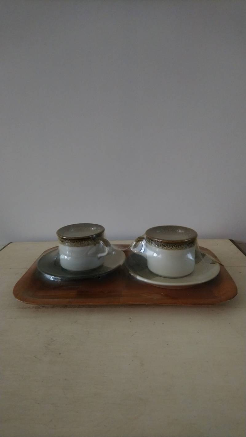 Vintage kop en schotels met dienblad, nieuw in verpakking / cups and saucers with tray, new