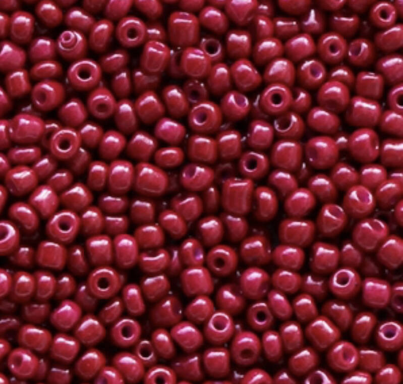 Rocailles 12/0 2mm. Mulberry red