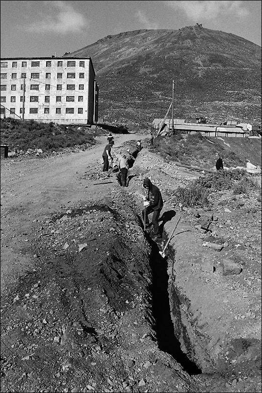 CHUKOTKA - DIGGING OF A TRENCH