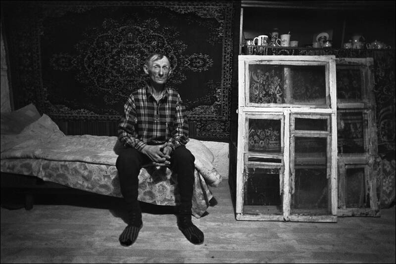 Portrait of Jurka Shutenko on the backgroud of the carpet and remove the old windows