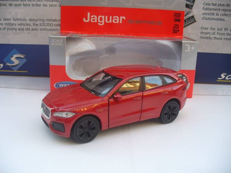 Jaguar F Pace Rood Welly 1/34