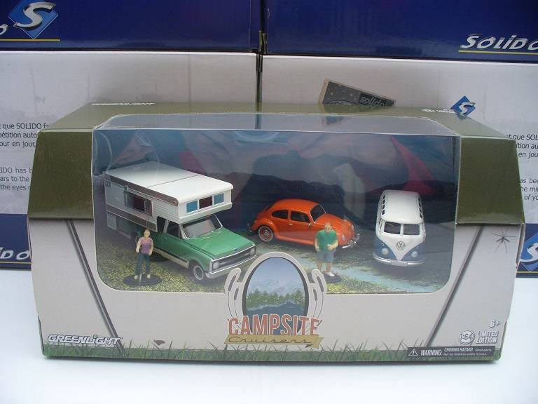 Campsite Cruisers o.a. VW Beetle Greenlight 1/64