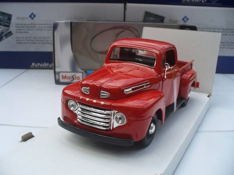 Ford F-1 Pick up Rood Maisto 1/24