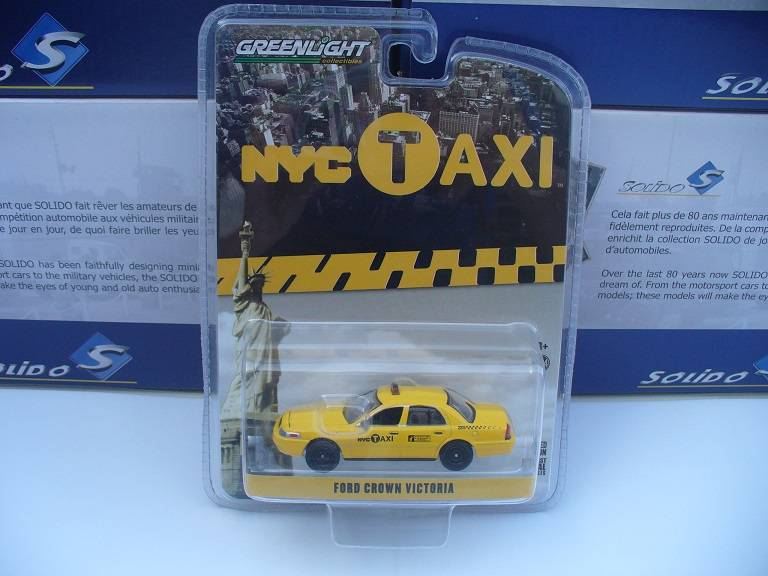Ford Crown Taxicab Greenlight 1/64
