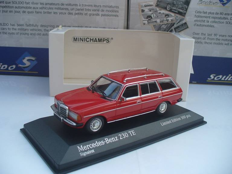Mercedes Benz 230 T Model Rood Minichamps 1/43