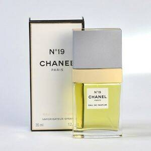 Chanel No 19 Eau de Parfum Spray - Women 35ml