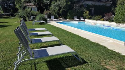 Pool (12 x 6 m) with comfortable italian sunbeds