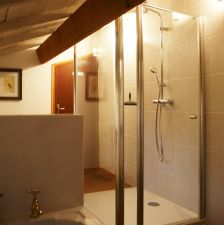 shared bathroom (for the upstairs bedrooms 2 and 3)