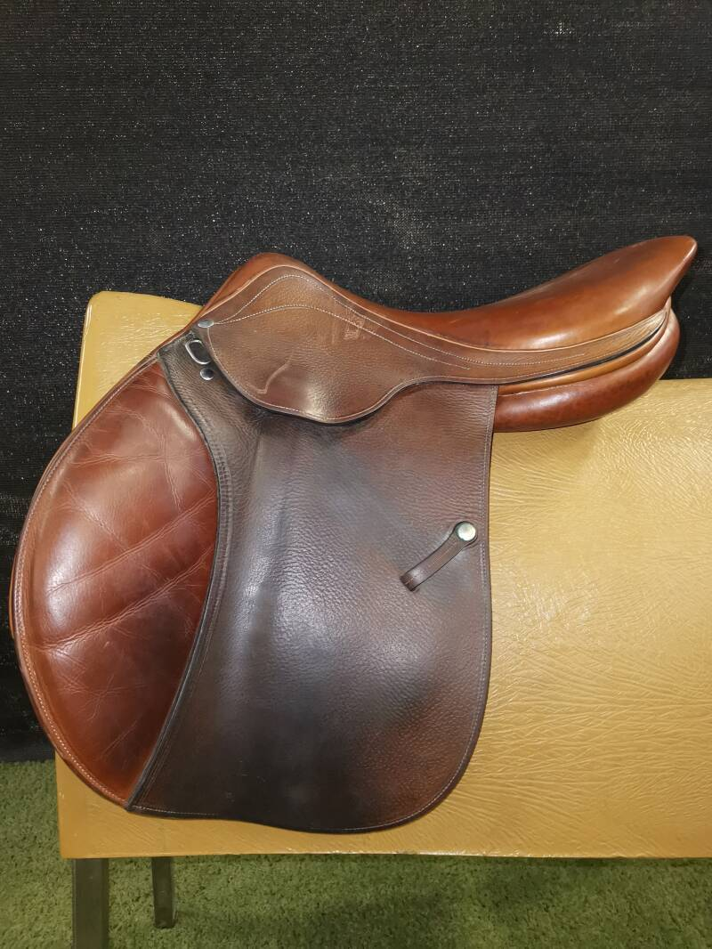 L. Bierry Sellier springzadel 17 inch