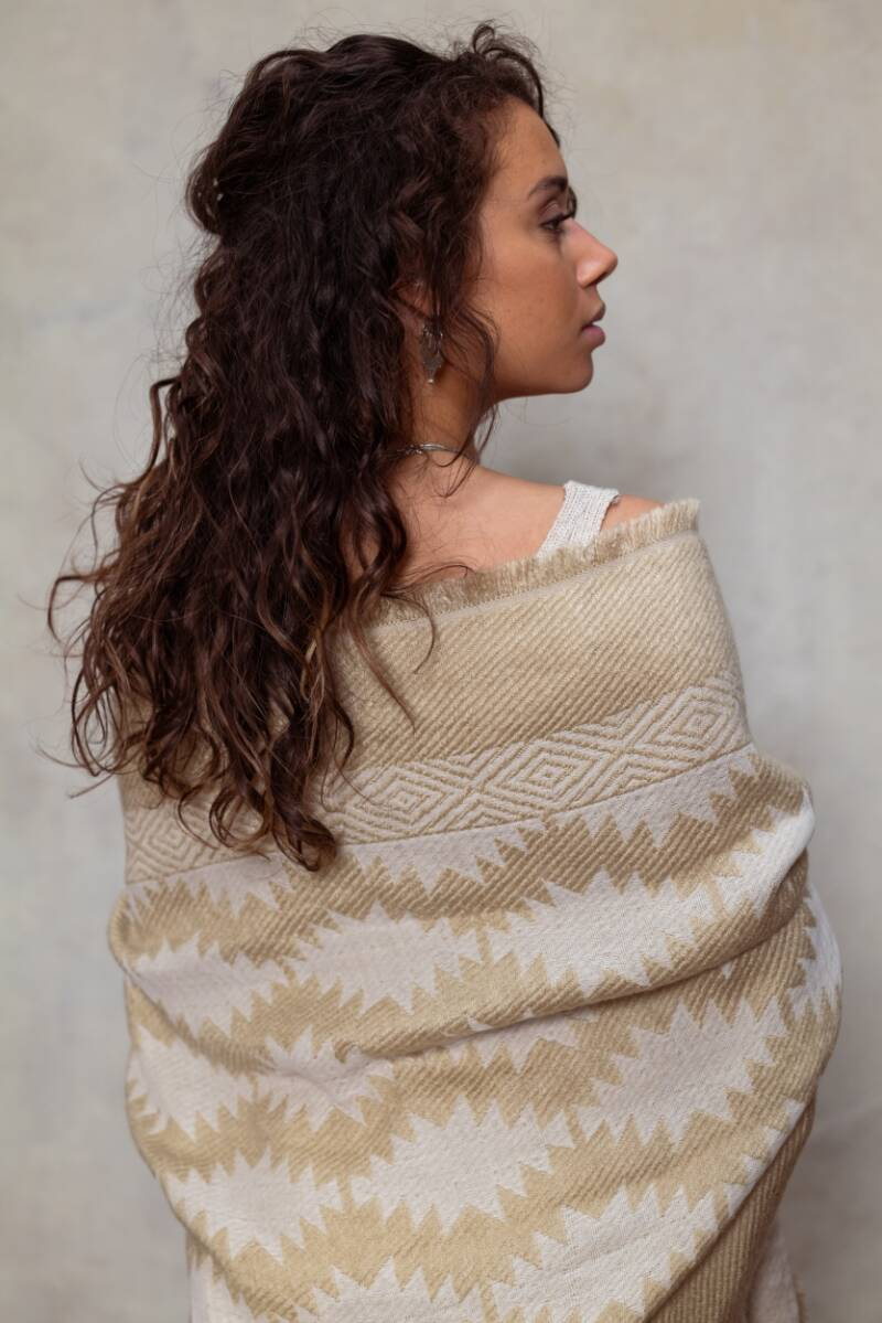 MOOST Wanted Soltura Scarf Beige/Gold