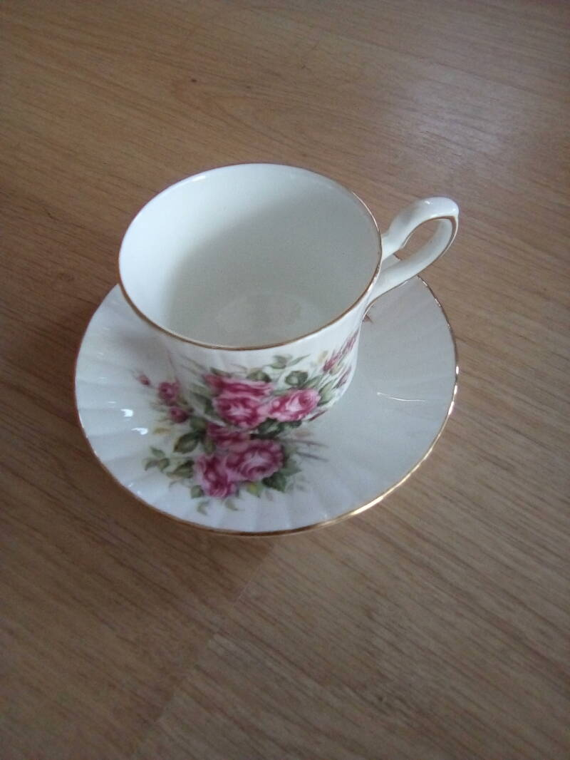 Kop en schotel Royal Stafford bone China Made in England