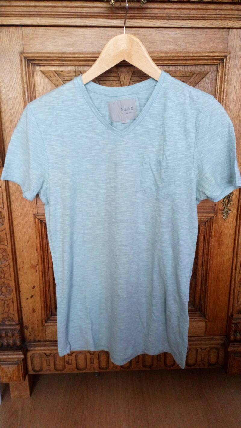 T-shirt RQRD casual wear required lichtblauw maat XS