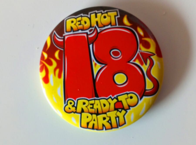 18 jaar Button Red Hot 18 & ready to party