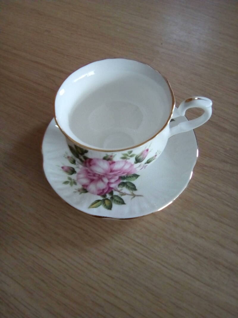 Kop en schotel Crown Staffordshire fine bone China Made in England