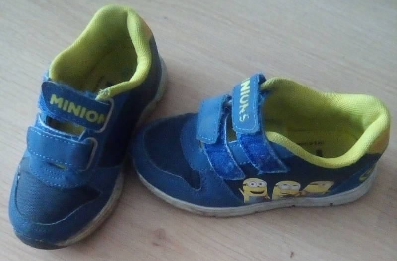 Minions sneakers, maat 25