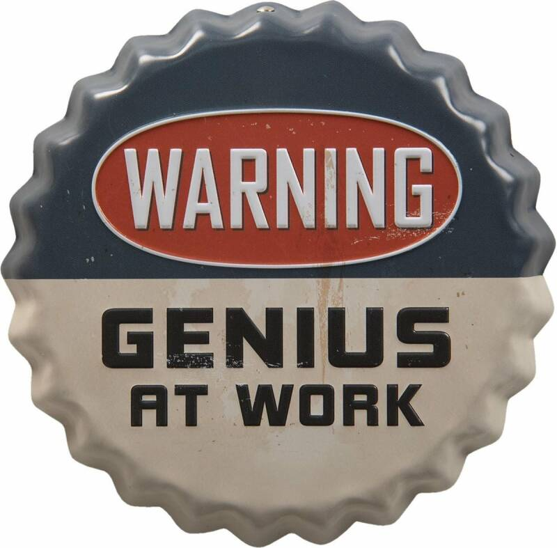 Mancave Toys vintage sign rond Warning Genius at work