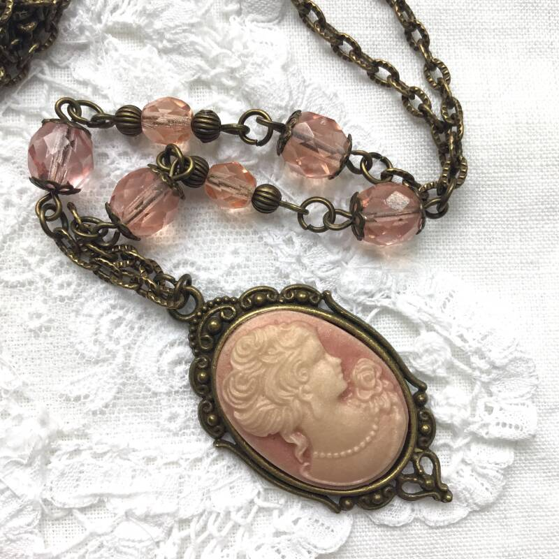 Roze lady camee ketting
