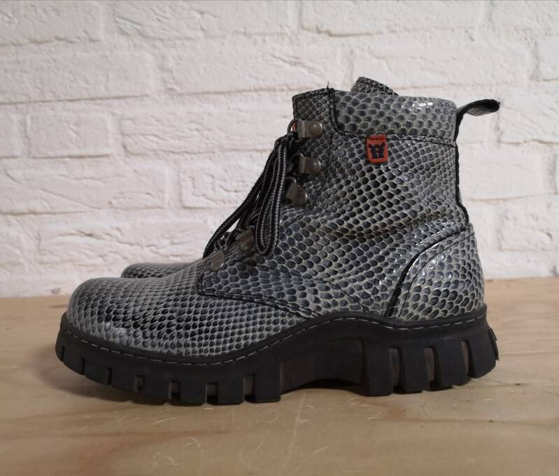 MAG boots