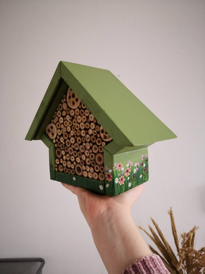 Beehouse-Green/soft colors